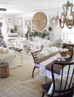36 Winter Wonderland Ideas for Best Mantel Design Winter Home Decor, Winter House, Farmhouse Christmas Decor, Christmas Home, White Christmas, Christmas Mantles, Christmas Villages, Victorian Christmas, Beautiful Christmas
