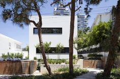 Imagen 1 de 28 de la galería de Casa U / Ronnie Alroy Architects. Fotografía de Amit Geron