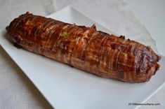 Chiftea la cuptor in bacon - rulada sau drob de carne Romanian Food, Meat Loaf, Cookie Recipes, Sausage, Bacon, Food And Drink, Low Carb, Yummy Food, Beef