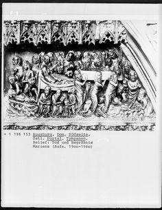 Tympanonrelief, Wanderwerkstätte aus Schwäbisch-Gmünd?, 1377, Augsburg, Dom Sankt Marien — Foto Marburg,  Aufnahme-Nr. 1.196.153;; (9x12);  Fotoinhalt: Marientod, Begräbnis Mariens [Virgin / Mary's Funeral]