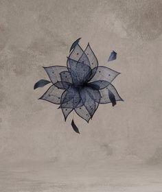 CANCUN Flor de sinamay, pedraria e pena | Pronovias