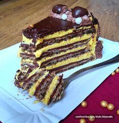 Jako bogata torta, punog ukusa oraha i čokolade. Pravila sam je rođaku za 18. rođendan i svi su bili oduševljeni jer je jako sočna, orašasta sa finom puterastom kremicom. Prava dobra domaća torta.