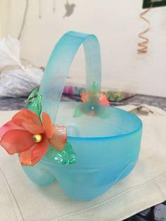 Kids Crafts, Diy Home Crafts, Creative Crafts, Decor Crafts, Plastic Bottle Flowers, Plastic Bottle Crafts, Recycle Plastic Bottles, Bottle Top Crafts, Diy Bottle
