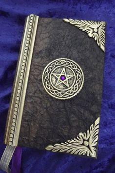 Livre des ombres... Grimoire vierge... journal wiccan... Païen Journal... livre de potion.. .cert # 147