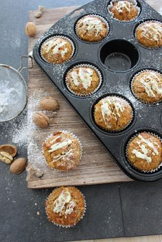 Kürbis-Muffins mit Walnüssen und weißer Schokolade › esspirationen