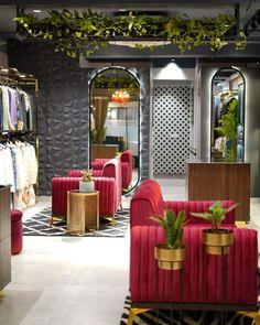 Huge Mirror, Metal Mirror, Showroom Interior Design, Retail Interior, Wall Of Fame, Reception Design, Pantry Design, Outdoor Furniture Sets, Outdoor Decor