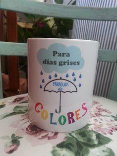 taza para dias grises paraguas de colores apta para el uso de lavavajillas y microondas http://www.lapuertafalsaonline.com/categoria-producto/tazas/