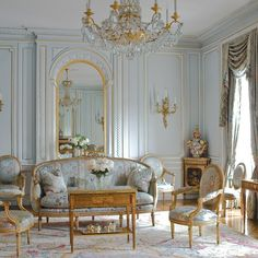 Home Decoration Shops Near Me Living Room Designs, Living Room Decor, Bedroom Decor, Cool Room Designs, French Living Rooms, Home And Living, French Furniture, Classic Furniture, Wooden Furniture