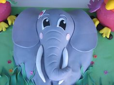 Elephant cake:  To bad I am not this Talented... Toben would LOVE this!