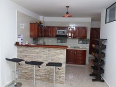 Cocina y barra en cedro ,Mesón en granito. Kitchen Room Design, Kitchen Dinning, Home Decor Kitchen, Kitchen Furniture, Home Kitchens, Modern Kitchen Interiors, Modern Kitchen Cabinets, Concrete Kitchen, Cabinet Design