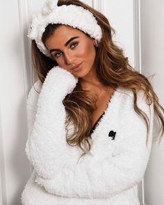 𝑹𝑬𝑰𝑵𝑫𝑬𝑹𝑺 (@reindersjm) • Instagram photos and videos Girls Pajamas, Pajamas Women, Casual Wear, Casual Outfits, Cute Sleepwear, Getting Cozy, Catsuit, Modern Fashion, Women Lingerie