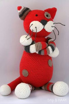 Kater Theo pattern by Stip & Haak Kater Theo wordt ongeveer 35 centimeter groot. Chat Crochet, Crochet Mignon, Crochet Patterns Amigurumi, Amigurumi Doll, Crochet Dolls, Crochet Yarn, Ravelry Crochet, Cat Pattern, Stuffed Animal Patterns