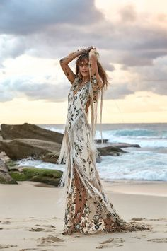 Rue De Seine Collection - Moonlight Magic // boho fringe patterned wedding dress #bride #wedding #weddingdress #kleid #hochzeitskleid #baut #weiß #whitedress #weddingfashion #fashion