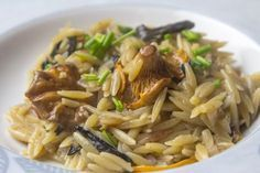 Barley With Mushrooms Step By Step. Pasta Recipes, Vegan Recipes, Cooking Recipes, Greek Dishes, Side Dishes, Everyday Food, Weight Watchers Meals, Greek Recipes, Pasta Dishes