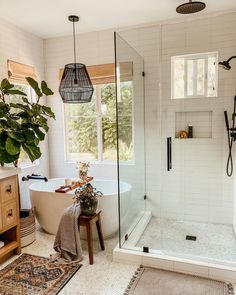 Happy Sunday evening! Sending you a very zen autumn view from my wellness center. Eclectic Bathroom, Beautiful Bathrooms, Clawfoot Bathtub, Bathroom Inspiration, My Dream Home, Master Bathroom, Sweet Home, New Homes, House Design
