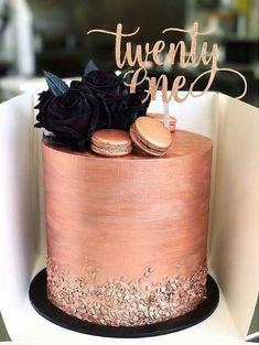 Bolos Decorados Rose Gold - :: Torten/Kuchen :: - For Life Food Pretty Cakes, Beautiful Cakes, Amazing Cakes, 21st Cake, 21st Birthday Cakes, Woman Birthday Cakes, Designer Birthday Cakes, Birthday Cake Designs, Birthday Ideas