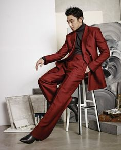 Yoo Ah In is first Korean male star to fly solo on the Vogue Korea cover with exclusive photoshoot