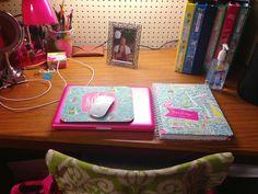 lilly desk
