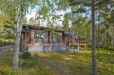 Majitelé si ji užívají po celý rok - iDNES. Weekend House, Helsinki, Finland, Minimalism, Sweet Home, Cabin, House Styles, Plants, Exterior Houses