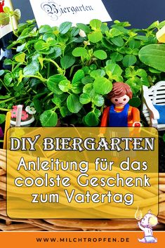 ᐅ DIY Biergarten - Anleitung für Vatertagsgeschenk Looking for ideas to make a Father's Day gift that is homemade? These instructions show how you can make a quick gift yourself on Father's Da Presents For Men, Xmas Presents, Xmas Gifts, Wooden Basket, O Design, Experience Gifts, Mom Day, Best Dad, You Are The Father