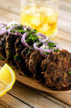 These spicy Indian Chapli Kebabs will leave you wanting more! They& super delicious doesn& require any ingredients that are difficult to find! Beer Recipes, Curry Recipes, Chicken Recipes, Cooking Recipes, Meatball Recipes, Grilling Recipes, Tandoori Masala, Garam Masala, Indian Food Recipes