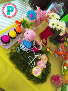 Candy buffet at a Peppa Pig birthday party! See more party ideas at CatchMyParty. - Trend Home Entertainment 2020 Pig Birthday, Third Birthday, 3rd Birthday Parties, Birthday Ideas, Pig Candy, Big Cupcake, Party Themes, Party Ideas, Baby Party