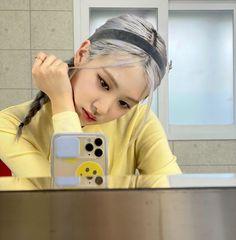 BLACKPINKOFFICIAL — [IG] 200902 roses_are_rosie: 💛 Blackpink Lisa, South Korean Girls, Korean Girl Groups, Rose Icon, Rose Park, Blackpink Video, Rose Video, Black Pink Kpop, Young Black