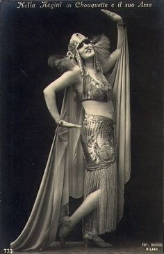 Italian actress Nella Regini doing the easily-recognized Egyptian hand jive. Old Hollywood Glamour, Vintage Hollywood, King Tut Tomb, Silent Film Stars, Italian Actress, Dance Photos, Belly Dancers, Dance Art, Vintage Beauty