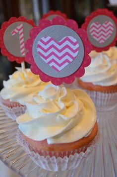 Fun cupcake toppers at a Valentine's Day Party #valentinesday #cupcakes