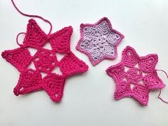 Advent Calendar Stars tutorial from amazing Germany lady who rocks, I posted her others on Board. I love her fast work! Its not slow motion. enjoy / You are one of God's shining stars! Crochet Stars, Crochet Cross, Crochet Motif, Crochet Flowers, Crochet Stitches, Free Crochet, Crochet Patterns, Crochet Appliques, Crochet Birds