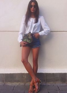 Short jeans + saltinho baixo (fonte: Instagram @marvaldel).