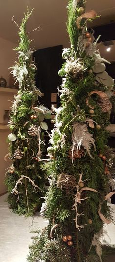 Bloemschikkenroosendaal – Workshops in Roosendaal Christmas Flowers, Christmas Wreaths, Christmas Decorations, Christmas Ornaments, Holiday Decor, Christmas Lights In Room, Santa Christmas, Xmas, Missouri Quilt