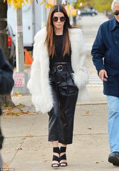 Sandra Bullock wears fur coat as she sips coffee on set of Ocean's Eight in NYC Sandro, Sandra Bullock Hair, Fashion Outfits, Womens Fashion, Celebrity Style, Celebrity Babies, Winter Fashion, Celebs, Street Style