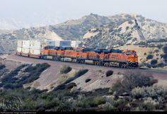 High quality photograph of Burlington Northern Santa Fe GE # BNSF 7522 at Cajon Pass, California, USA. Electric Locomotive, Diesel Locomotive, New Santa Fe, Bnsf Railway, Rail Transport, Burlington Northern, Railroad Photography, Model Trains, Train Stations