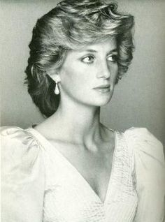 Princess Diana. The epitome of a modern princess. Beautiful!