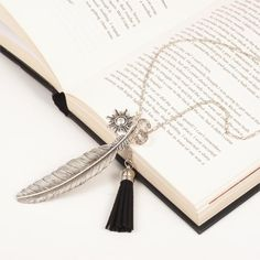"""8SEASONS """"Freedom"""" Fashion Tassel Pendant Necklace Feather Necklace Link Chain Silver Tone 73cm(28 6/8"""")long Black 1 Piece"""