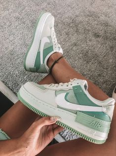 Dr Shoes, Cute Nike Shoes, Swag Shoes, Nike Air Shoes, Hype Shoes, Green Nike Shoes, Green Sneakers, Green Trainers, Cute Converse