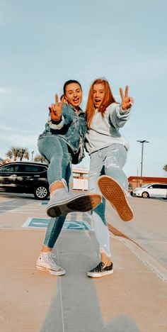best friend pics - Welcome to our website, We hope you are satisfied with the content we offer. Best Friends Shoot, Best Friend Poses, Cute Friends, Poses With Friends, Photoshoot Ideas For Best Friends, Cute Poses For Pictures, Cute Friend Pictures, Friend Photos, Foto Best Friend