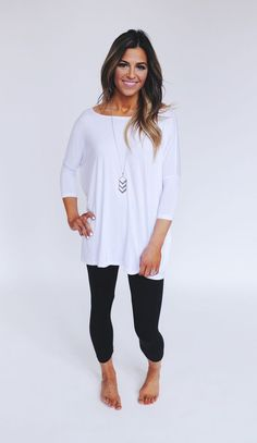 Love this look. Simple leggings and perfect top for it!!