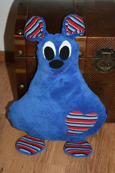 Kuscheltier Flauschi blau mit Tasche auf der