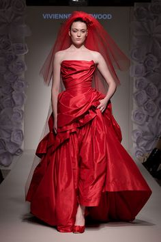 Red wedding dress and red veil #fashion #viviennewestwood