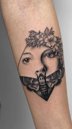 Best Tattoos Of All Time Deborah Genchi is an amazing tattoo artist She owns DebrArt Tattoos in Bari, Italy. Her tattoos are so popular these days Spooky Tattoos, Weird Tattoos, Unique Tattoos, Body Art Tattoos, Sleeve Tattoos, Cool Tattoos, Stephen King Tattoos, Lamm Tattoo, Horror Movie Tattoos
