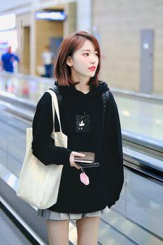 Kpop Girl Groups, Kpop Girls, Mamamoo, Korean Girl, Asian Girl, Sakura Miyawaki, Idole, Japanese Girl Group, Soyeon