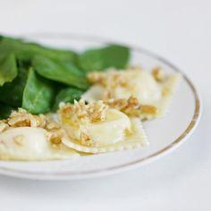 Ziegenkäse, Ricotta und Honig ergeben eine milde, zart süße Füllung, die in Kombination mit der Walnussbutter einfach köstlich ist