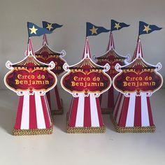 Personalizados Circo para o 1 aninho do Benjamin#festacirco #festacircovintage #circo #circomenino #1aninho #caixapersonalizada…