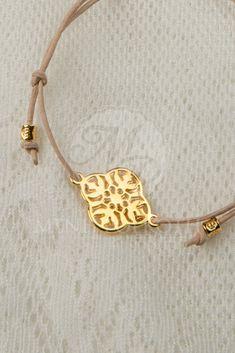 Μαρτυρικά βραχιολάκια για βάπτιση από δέρμα με χρυσαφί μεταλλικό σταυρουδάκι Christening, Diy And Crafts, Gold Necklace, Charmed, Bracelets, Leather, Macrame, Twins, Jewelry