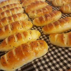 Μια θαυμασια ζυμη που μπορειτε να γεμισετε ειτε με αλμυρα ειτε με γλυκα υλικα. Greek Cooking, Cooking Time, Breakfast Recipes, Snack Recipes, Cooking Recipes, Greek Bread, Flour Recipes, Snacks, Bread Rolls