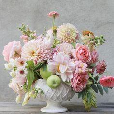 Wedding Flower Arrangements, Flower Bouquet Wedding, Floral Arrangements, Flower Bouquets, Purple Bouquets, Gift Bouquet, Bridesmaid Bouquets, Peonies Bouquet, Brooch Bouquets