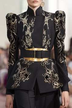 Elie Saab at Couture Fall 2019 - Details Runway PhotosYou can find Elie saab and more on our website.Elie Saab at Couture Fall 2019 - Details Runway Photos Elie Saab Couture, Couture Fashion, Runway Fashion, High Fashion, Fashion Show, Fashion Trends, Fashion Black, Couture Dresses, Fashion Dresses