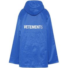 Vetements Printed Raincoat ($415) ❤ liked on Polyvore featuring outerwear, coats, blue, blue coat, blue raincoat, vetements raincoat, mac coat and rain coat